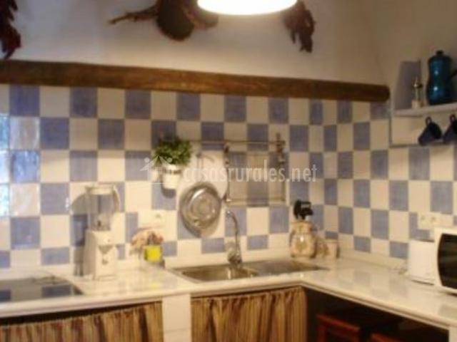 Cocina de color azul y blanco
