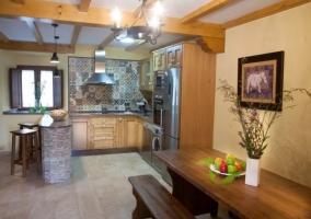 Cocina office con los taburetes