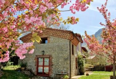 El Refuxu de las Xanas - Lledias, Asturias