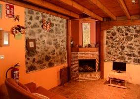 Salón y su chimenea
