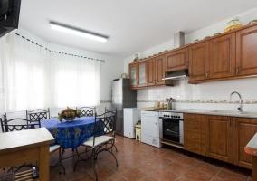 Cocina de la casa con la tele