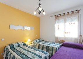 Dormitorio triple Confort 1 con camas