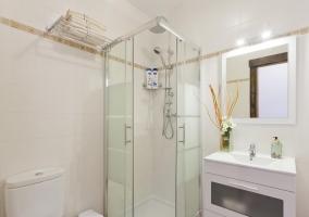 Dormitorio triple Confort 1 con su aseo