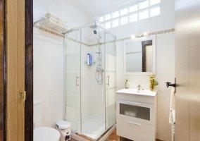 Dormitorio triple Confort 2 con aseo