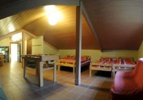Dormitorio para cuatro en la buhardilla