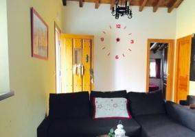 Sala de estar con reloj