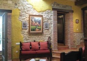 Asientos del salón y decoración rústica