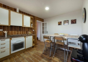 Cocina de la casa en blanco