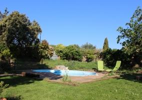 Fachada y jardines