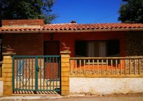 Acceso a la casa con la terraza