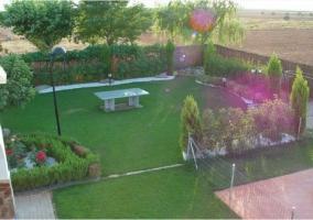 Vista del jardin desde el piso superior de la casa rural