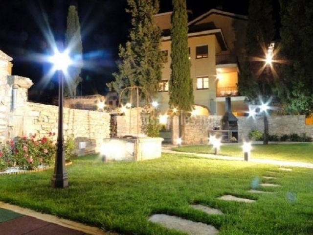 Villa manresana casas rurales en sant ramon lleida for Farolas de jardin