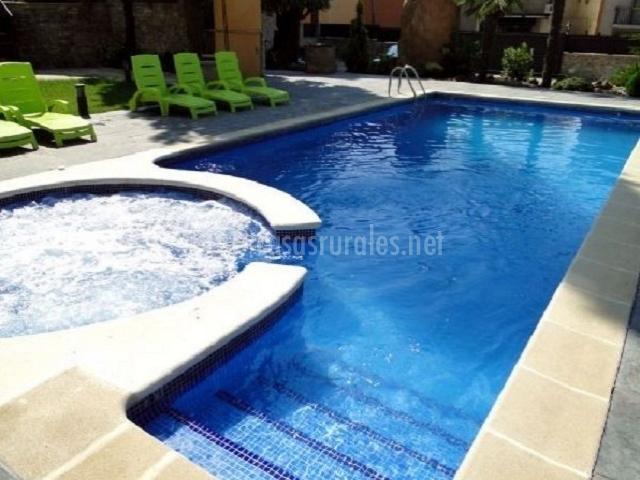 Villa manresana casas rurales en sant ramon lleida for Jacuzzi piscina exterior