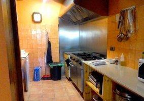 Cocina de la casa con menaje