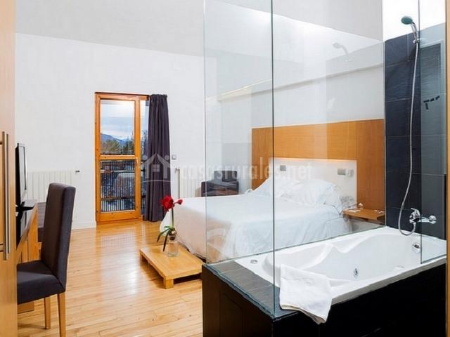Suite junior con bañera con hidromasaje y preciosas vistas al fondo