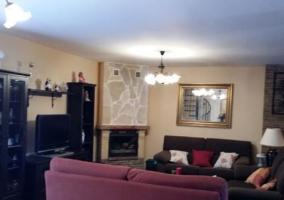 Sala de estar con mueble