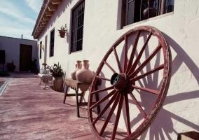 Entrada a la casa con la rueda