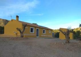 Vistas de la casa con fachada