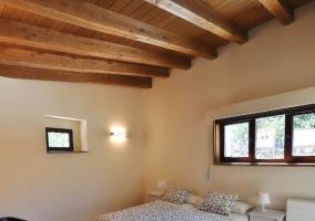 Dormitorio doble con colcha