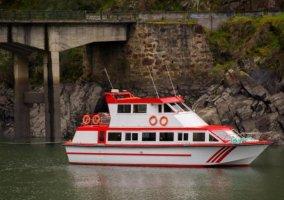 Zonas naturales con barcos
