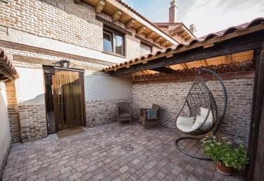 Las Postas del Perionda- Casa Roja - Calzada De Los Molinos, Palencia