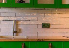 Cocina en verde y encimera