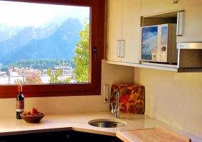 Sala de estar y salida a la terraza