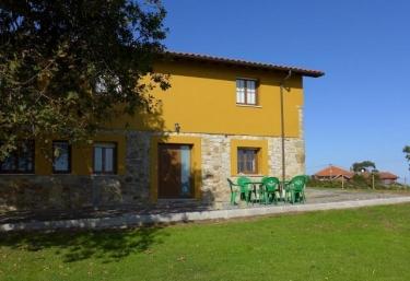 Casa La Tapia - Luces, Asturias