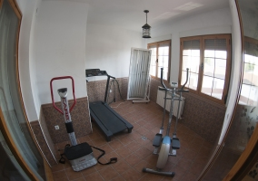 Pequeño gimnasio de la casa rural
