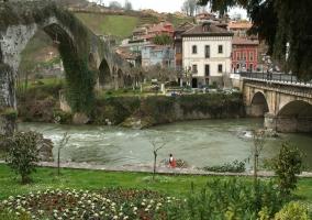 Zona del paso de agua con el puente