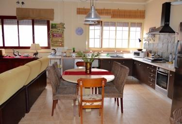 Salón con cocina comunicada