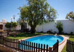 Amplio espacio de la piscina