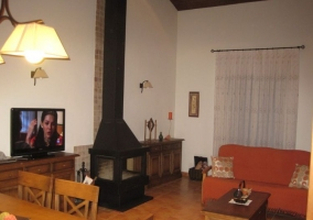 Sala de estar y comedor comunicados en el mismo espacio