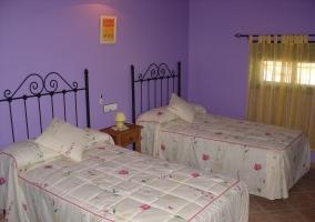 Dormitorio doble en color morado