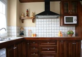 Cocina de la casa con armarios en madera