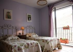 Dormitorio doble con sus vistas del exterior