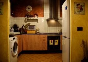 Cocina de la casa con la lavadora