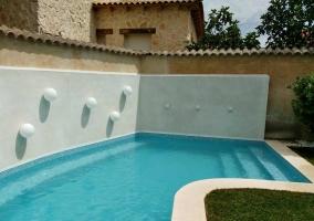 Vistas de la piscina y los jardines