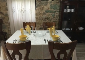 Comedor con mesa