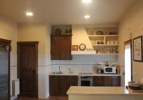 Cocina de la casa con la barra