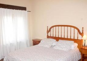 Dormitorio con cabeceros