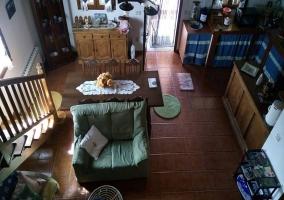Sala de estar con la cocina al lado visto desde arriba