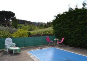 Vistas de la piscina y las sillas