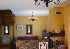 Sala de estar con la zona de comedor al fondo