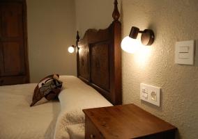 Dormitorio 2 con mesilla de noche