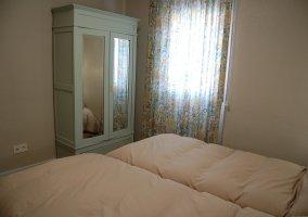 Dormitorio 5 con un par de camas individuales