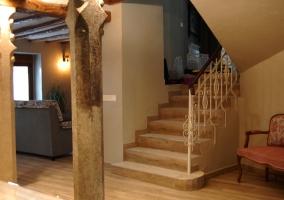 Entrada a la casa y vistas de las escaleras