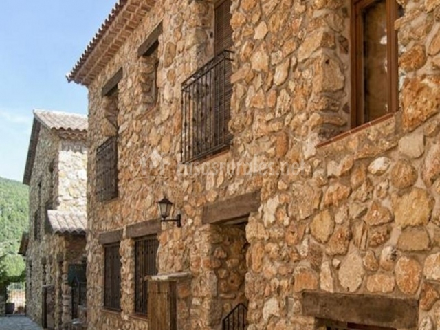 Fachada de piedra de la casa