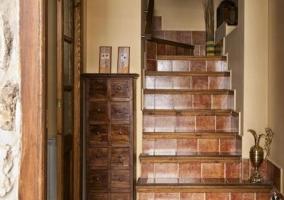Escaleras y recibidor de la entrada