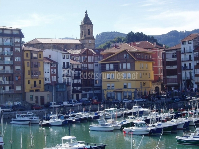 Villa de Bermeo puerto